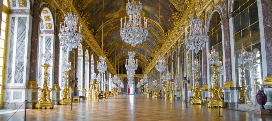 Paris: Guided tour of Louvre Museum and Versailles Castle