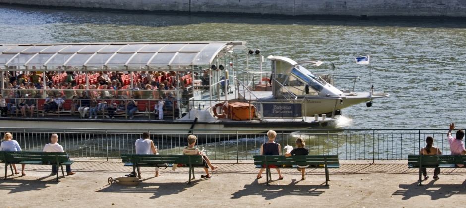 Arrive Paris: Guided Evening City Tour with Seine Cruise (3hrs)