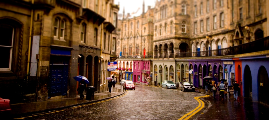 Edinburgh – London (train journey approx. 4 hrs 30 mins)
