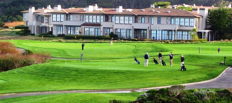 Pebble Beach: Morning Monterey Bay Aquarium & Afternoon Golf Round for family at The Links Spanish Bay