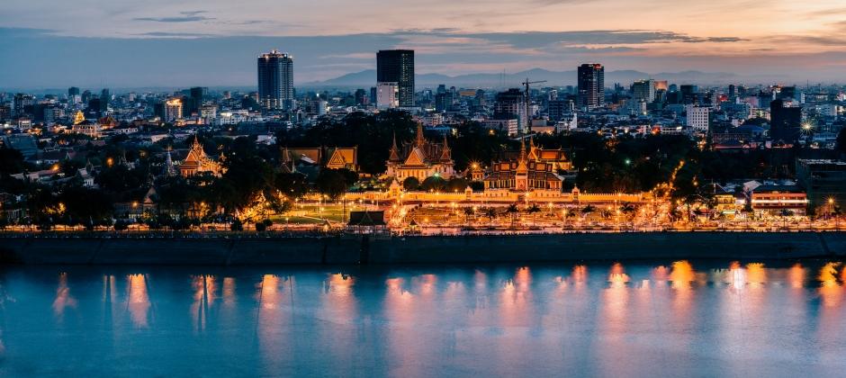 Arrive Phnom Penh